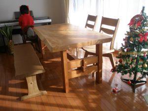 栃一枚板のダイニングテーブル