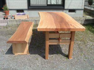 栃一枚板ダイニングテーブルとベンチ