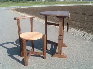 ゲートレッグテーブルとティーチェアー