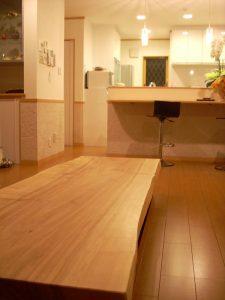 トチ一枚板ほり座卓