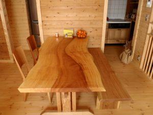 栃一枚ダイニングテーブルと胡桃ベンチ