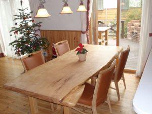 メリークリスマス!栃の一枚板ダイニングテーブル