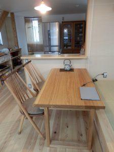 タモのダイニングテーブル