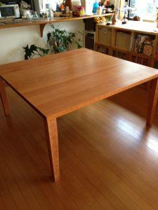 ブラックチェリーの正方形テーブル