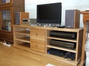特注の栗のテレビボード