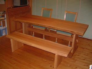タモ一枚板ダイニイングテーブルとベンチ