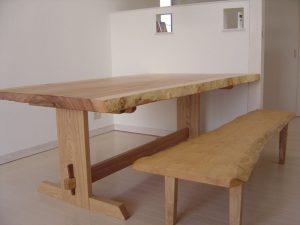 栃一枚板ダイニングテーブルとイチョウ一枚板ベンチ
