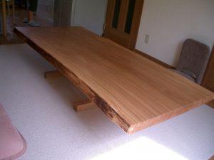 楢(ナラ)の一枚板リビングテーブル