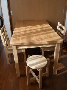 無垢ダイニングテーブルと椅子