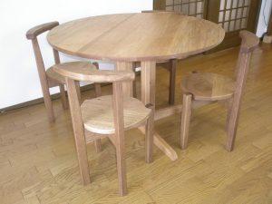 無垢丸テーブルとティーチェアー