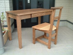 無垢学習机と椅子
