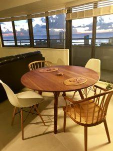 ブラックチェリー丸テーブル