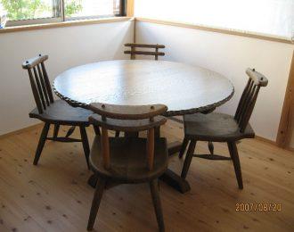 無垢彫り入り丸テーブル
