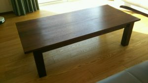 シンプルリビングテーブル