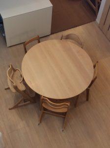 5本脚丸テーブル
